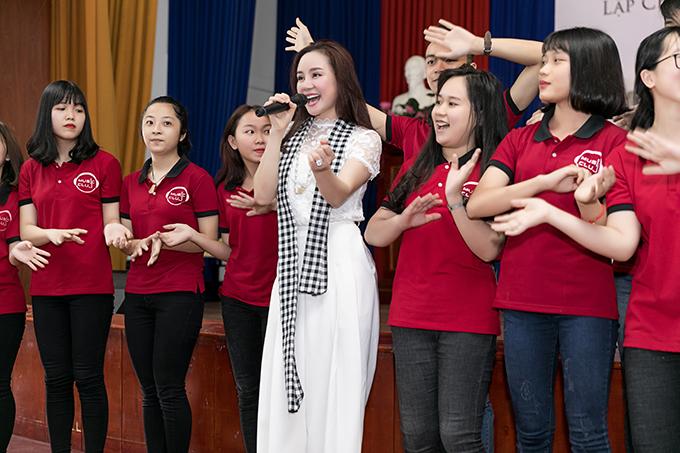 Hoa hậu Đàm Lưu Ly, Vy Oanh đi nói chuyện với sinh viên - 10