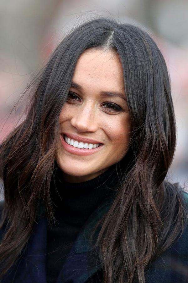 Phần tóc mái dài cũng giúp khoe khéo khuôn mặt thanh tú của công nương tương lai.