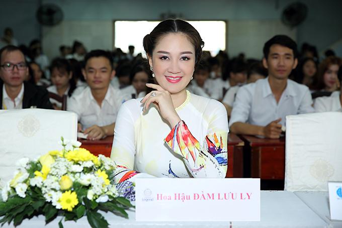 Hoa hậu Đàm Lưu Ly, Vy Oanh đi nói chuyện với sinh viên - 5