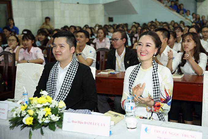 Hoa hậu Đàm Lưu Ly, Vy Oanh đi nói chuyện với sinh viên - 6
