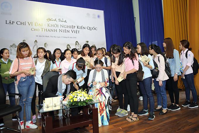 Hoa hậu Đàm Lưu Ly, Vy Oanh đi nói chuyện với sinh viên - 7