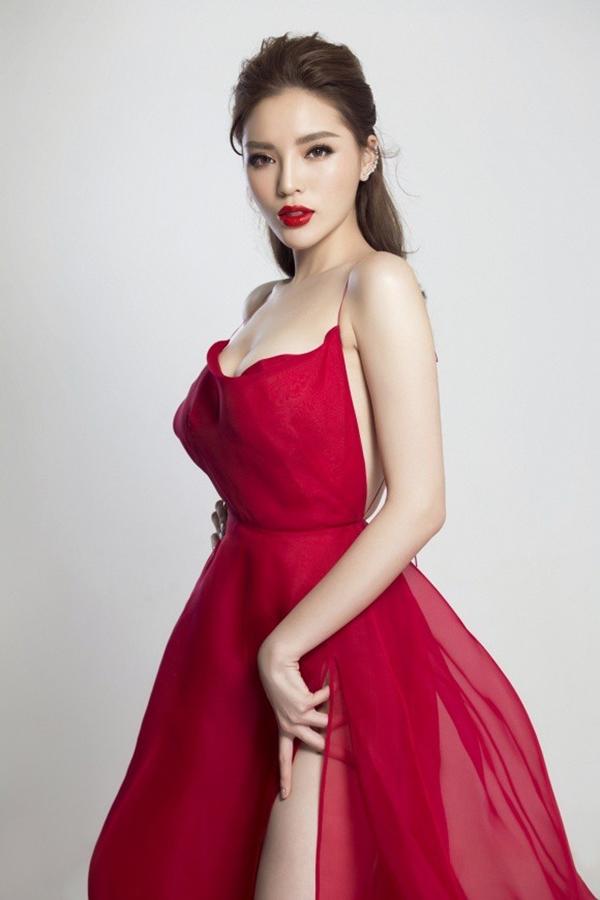 Bích Phương diện bộ váy bị đụng hàng kỷ lục trong MV mới - 2