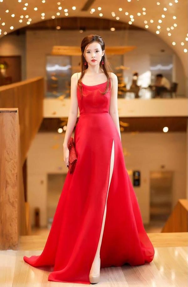 Bích Phương diện bộ váy bị đụng hàng kỷ lục trong MV mới - 6