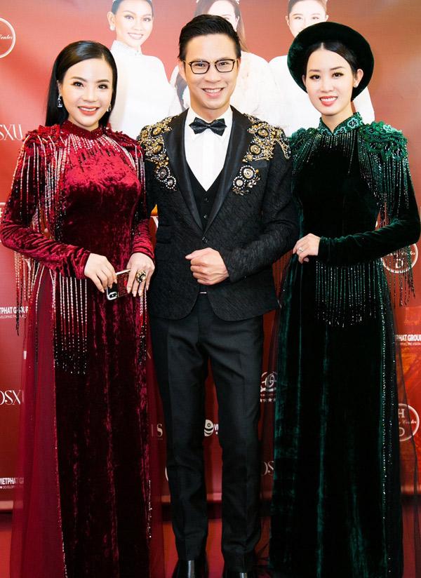 Fashionista Stella Chang (áo dài đỏ) vui vẻ hội ngộ MC Anh Quân và Á hậu Áo dài Minh Phương.