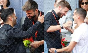 Pique cười đùa với hai sao Real trên khán đài sân quần vợt