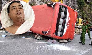 Cú bẻ lái 'cứu' xe không rơi xuống vực của tài xế xe khách