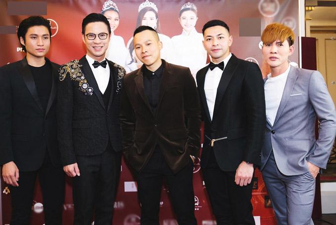 Từ trái qua: diễn viên Nguyễn Tiến Thịnh, MC Anh Quân, ông bầu Vũ Khắc Tiệp, người mẫu Davy và Danny Dương có mặt tại Pháp.