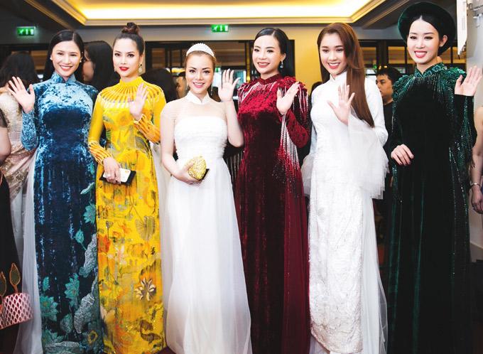 Dàn người đẹp đọ nhan sắc khi diện áo dài.