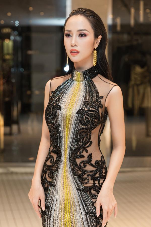 Vũ Ngọc Anh được một nhãn hàng mời dự LHP Cannes lần thứ 71. Cô chuẩn bị rất chu đáo cho chuyến đi Pháp.
