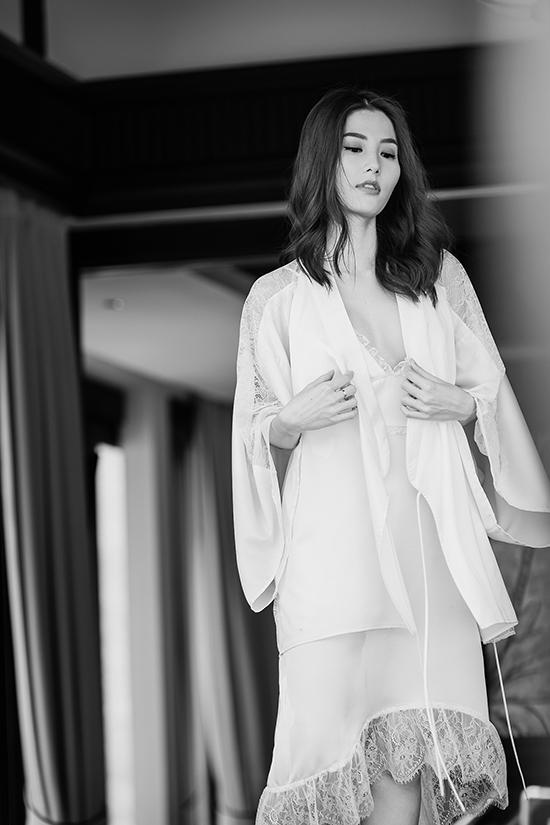 Bộ ảnh được thực hiện với sự hỗ trợ của nhiếp ảnh David Dougan, trang phục Adrian Anh Tuấn, người mẫu Diễm My 9x.