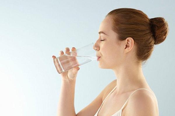 Khát nước Cảm giác khát nước xuất hiện khi lượng nước trong cơ thể không còn đủ để đưa tới các cơ quan