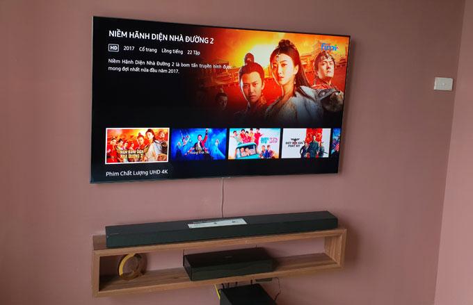 TV Qled được bố trí trong phòng ngủ chính.