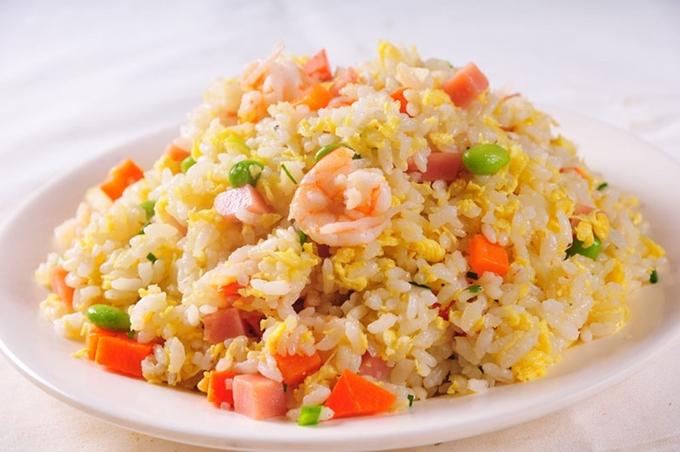 4 bí quyết chiên cơm ngon nhanh gọn của Vua đầu bếp Nguyễn Thanh Cường - 1