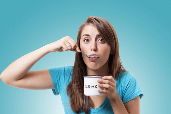 Thèm đồ ngọtHiện tượng thèm đồ ngọt khi cơ thể mất nước là do cơ thể sử dụng glycogen để bổ sung năng lượng thiếu hụt. Glycogen là một loại carbonhydrate, có nhiều trong các loại bánh, kẹo.