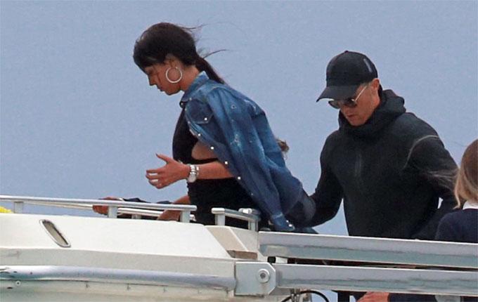 C. Ronaldo và Georgina Rodriguez được phóng viên ảnh săn khoảnh khắc cùng nhau vui chơi ở hòn đảo du lịch mới đây.