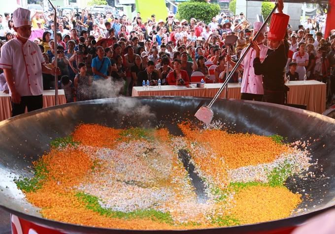 4 bí quyết chiên cơm ngon nhanh gọn của Vua đầu bếp Nguyễn Thanh Cường