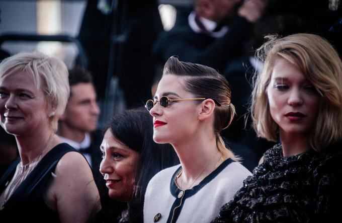 Các diễn viên, nhà làm phim nữ biểu tình trên thảm đỏ Cannes.
