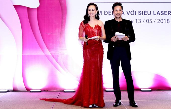 Á hậu Kim Duyên kết đôi dẫn chương trìnhcùng diễn viên Đoàn Thanh Tài.