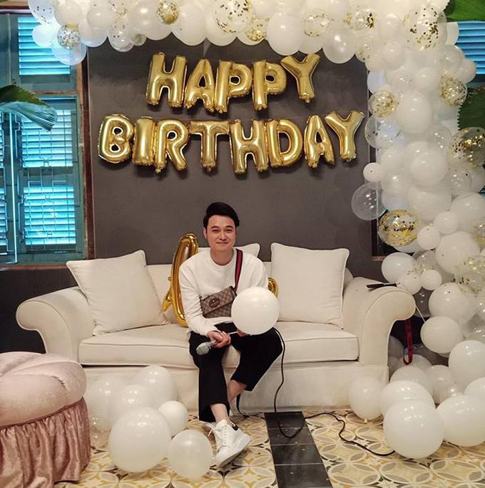 Ca sĩ Quang Vinh hạnh phúc vì được tổ chức sinh nhật sớm: Chưa đến ngày mà đã được ăn sinh nhật sớm! Tháng 5 là vậy mà, cảm ơn cả nhà!.