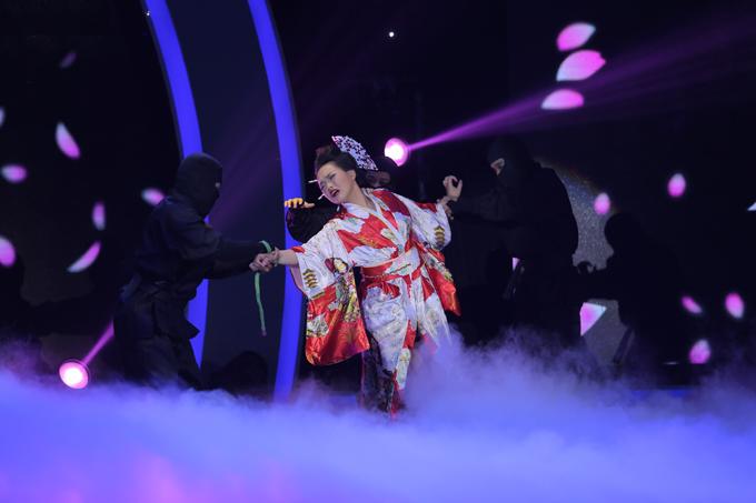 Diệp Chinh, cô nữ sinh 17 tuổi của trường Múa Việt Nam gây ấn tượng bằngtiết mục lấy bối cảnh ở xứ sở Phù Tang.Hóa thân thành một cô gái Nhật Bản trong trang phụcKimono, Diệp Chinh khéo léo thể hiện được cả khả năng múa điêu luyện cùng tài ảo thuật đẹp mắt như: biến ra hoa giấy, tự cởi trói, làm biến mất và xuất hiện một cô gái&