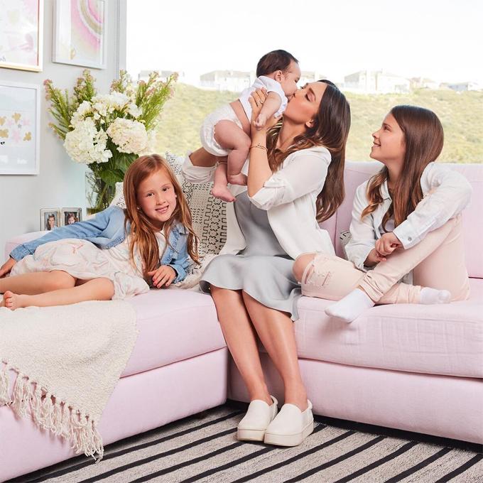 Jessica Alba và các con trong Ngày của Mẹ.