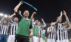 Dàn sao Juventus nhảy múa mừng chức vô địch Serie A lần thứ 7 liên tiếp