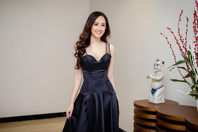 Sau 12 năm đăng quang, Mai Phương Thúy vẫn được ca ngợi là Hoa hậu Việt Nam gợi cảm nhất trong lịch sử. Mỗi lần xuất hiện, cô đều diện những trang phục hở táo bạo, triệt để khoe đường cong cơ thể.