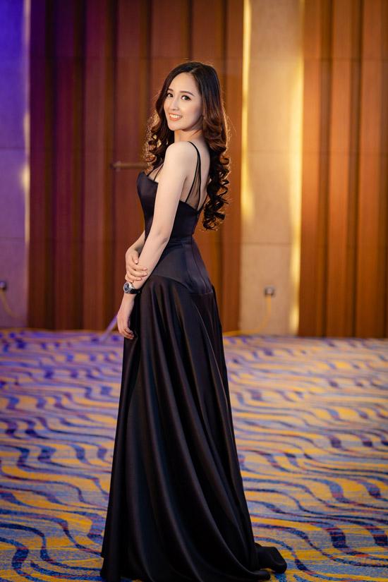 Nhờ tích cực tập luyện thể thao trong thời gian qua, Hoa hậu đã giảm được 4kg vàvóc dáng của cô cũng thon thả hơn.