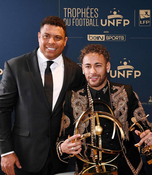 Bộ đồ của Neymar