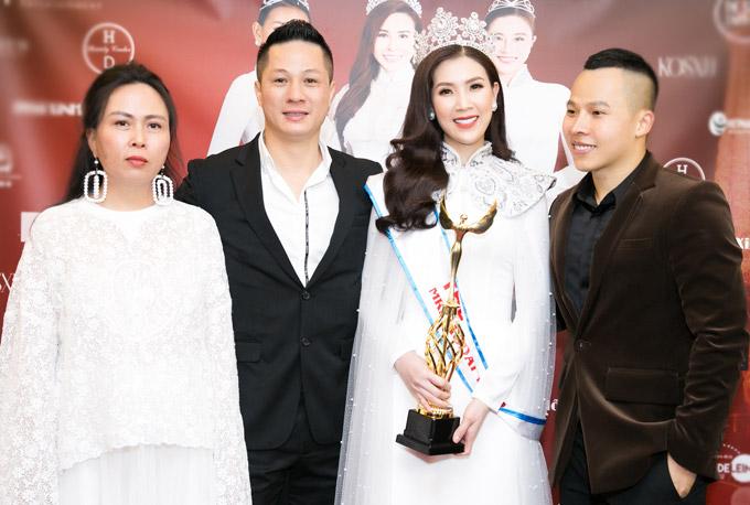 Phí Thùy Linh vượt mặt vợ cũ Phan Thanh Bình, đoạt vương miện Mrs Áo dài 2018