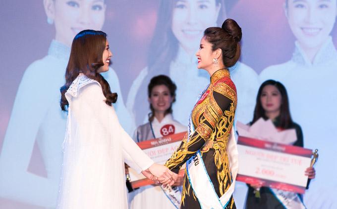 Phí Thùy Linh vượt mặt vợ cũ Phan Thanh Bình, đoạt vương miện Mrs Áo dài 2018 - 3