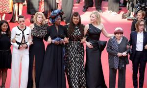 82 người đẹp diễu hành trên thảm đỏ Cannes đòi bình quyền
