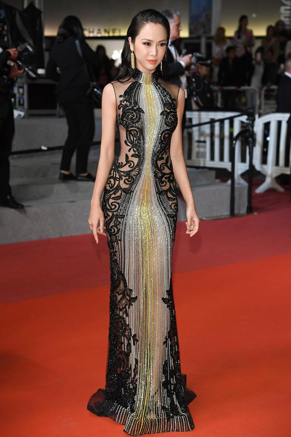 Năm ngoái người đẹp từng góp mặt tại LHP Cannes nên có kinh nghiệm chuẩn bị hành trang, thần thái khi bước lên thảm đỏ.