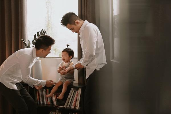 [Ngọc Việt thú nhận anh chưa biết cách giải thích cho con vì sao bé có tới hai người cha, nhưng tin tình yêu th