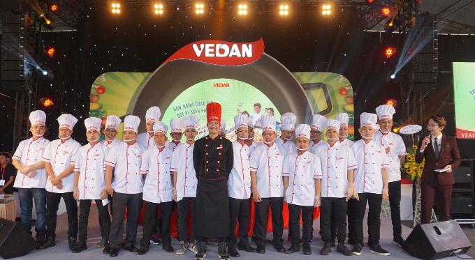 Vua đầu bếp Thanh Cường cùng 20 đầu bếp thực hiện kỷ lục chảo cơm chiêm lớn nhất Việt Nam