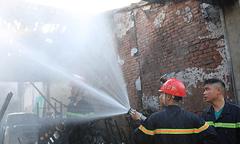 Cháy hàng loạt kiốt ở trung tâm thành phố Vinh