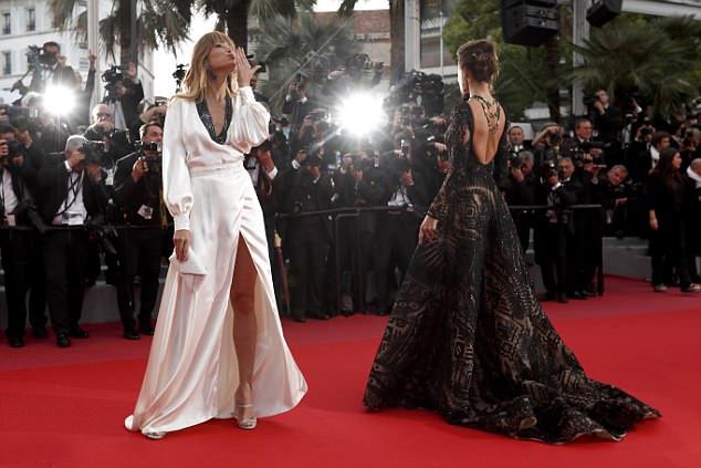 Petra Nemcova là gương mặt quen thuộc tại mỗi kỳ liên hoan phim Cannes và năm nào cô cũng gây chú ý vì cách ăn mặc táo bạo.
