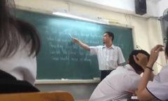 Thầy giáo Sài Gòn dạy học sinh hát 'Chuyện tình Lan và Điệp' bằng tiếng Anh