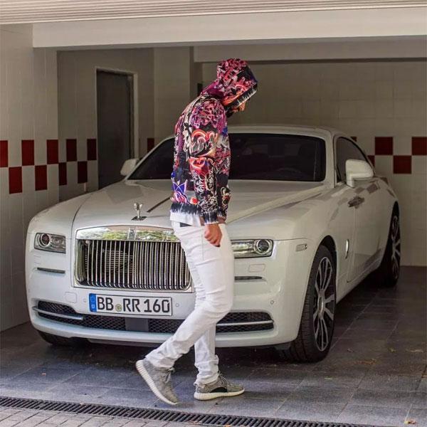 ChiếcRolls-Royce Wraith giá 250 nghìn bảng.
