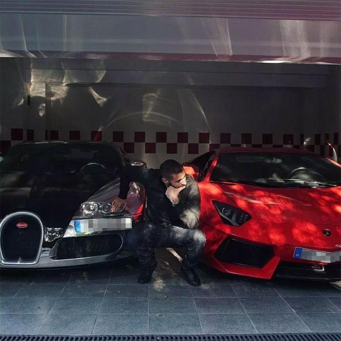 Những siêu xe hiếm nhất như Bugatti Veyron cũng góp mặt trong nhà Benzema.