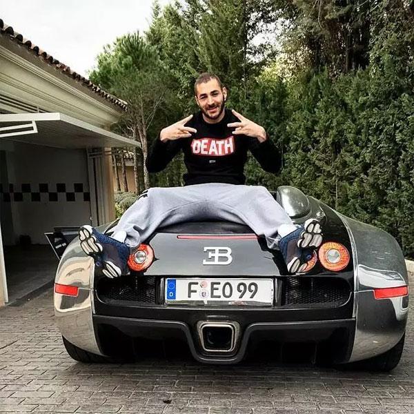 Benzema là chủ nhân của 450 người muaBugatti Veyron giá 1,5 triệu bảng.