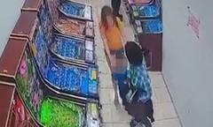 Bé trai suýt bị bắt cóc khi đứng cách mẹ vài mét