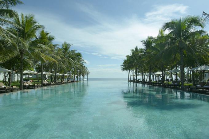 Mới đây, trang CNTraveller - webiste du lịch uy tín thế giới - vừa đưa ra danh sách 101 bể bơi trong khách sạn đẹp nhất trên thế giới. Việt nam cũng góp mặt trong bảng vàng này với 3 cái tên khá đình đám là Four Seasons The Nam Hai, Fusion Maia và I-resort Tent spa. Trong số đó, The Nam Hai là cái tên khá quen thuộc và bể bơi ở đây cũng từng nhận được nhiều lời khen ngợi của du khách.