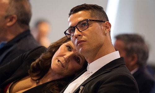 C. Ronaldo muốn Real trả hộ tất cả tiền phạt trốn thuế