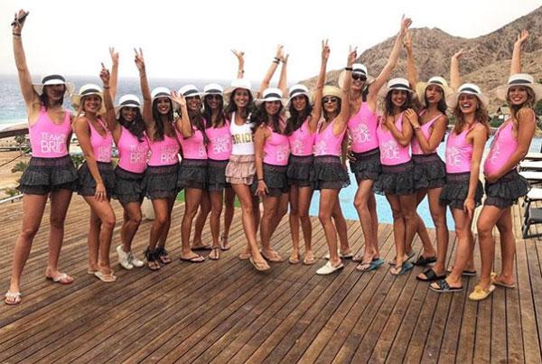 Tiệc chia tay đời độc thân toàn mỹ nữ của bạn gái sao Barca - 1