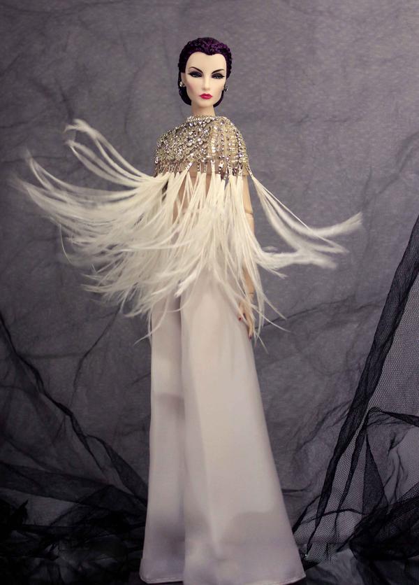 Bên cạnh việc thiết kế trang phục cho nhiều ngôi sao nổi tiếng như Mai Phương Thúy, Ngọc Diễm, Kiều Ngân, nhà thiết kế Minh Tú còn dành nhiều thời gian trong việc cắt may thời trang dành riêng cho búp bê.