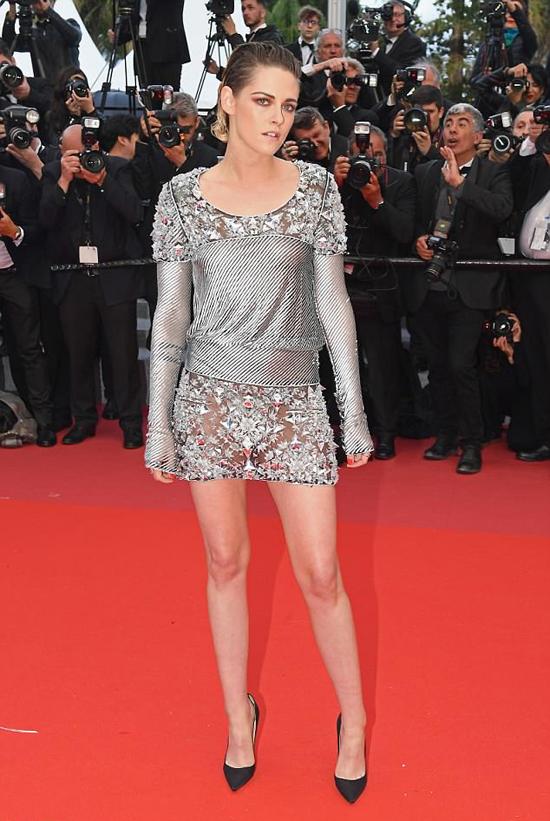 Kristen Stewart tham dự buổi công chiếu phim BlacKkKlansman hôm 14/5. Cô là thành viên ban giám khảo liên hoan phim năm nay.