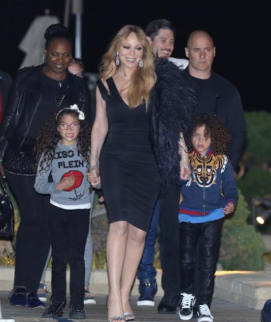 Mariah Carey diện đầm bó sát đi ăn tối cùng bồ trẻ và hai con hôm 14/5.