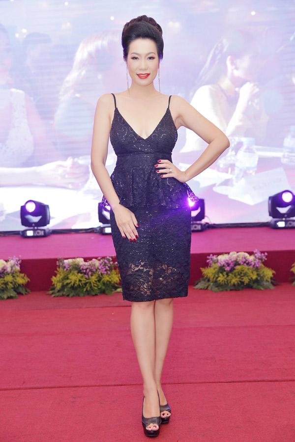 Trịnh Kim Chi trẻ trung, gợi cảm ở tuổi ngoại tứ tuần. Chị được mời làm giám khảo cuộc thi Hoa hậu thế giới doanh nhân 2018.