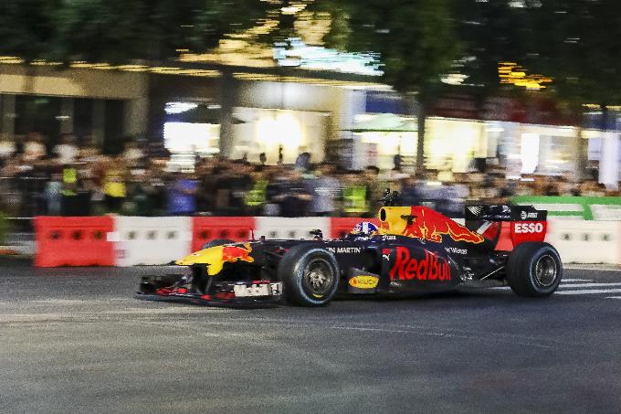 Loạt sao nam cuồng xe đua lừng danh F1 - 3
